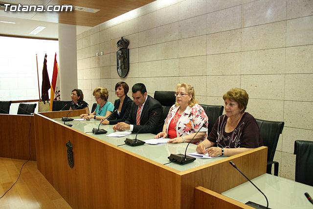 Más de 200 usuarios del Centro Municipal de Personas Mayores de la localidad reciben los diplomas - 15