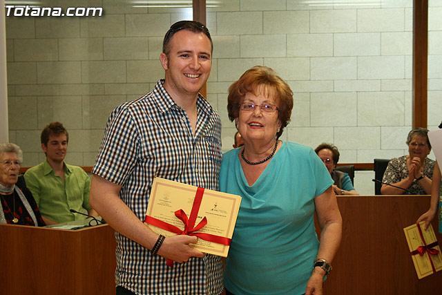 Más de 200 usuarios del Centro Municipal de Personas Mayores de la localidad reciben los diplomas - 30