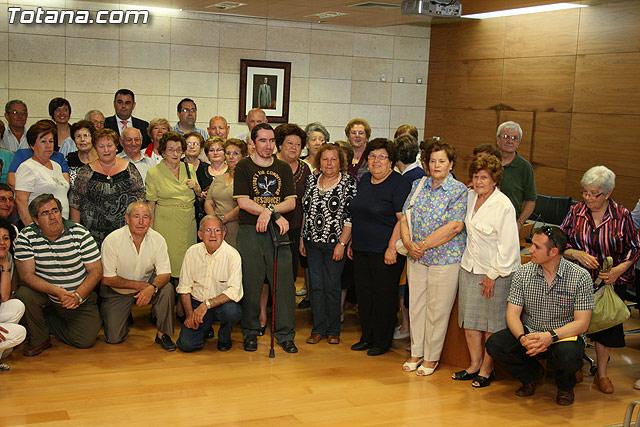 Más de 200 usuarios del Centro Municipal de Personas Mayores de la localidad reciben los diplomas - 36