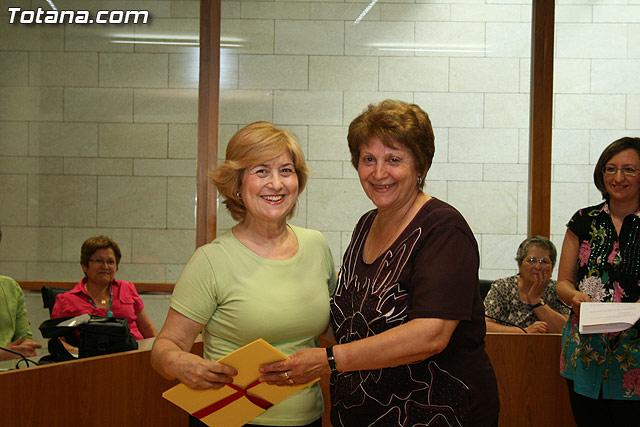 Más de 200 usuarios del Centro Municipal de Personas Mayores de la localidad reciben los diplomas - 32