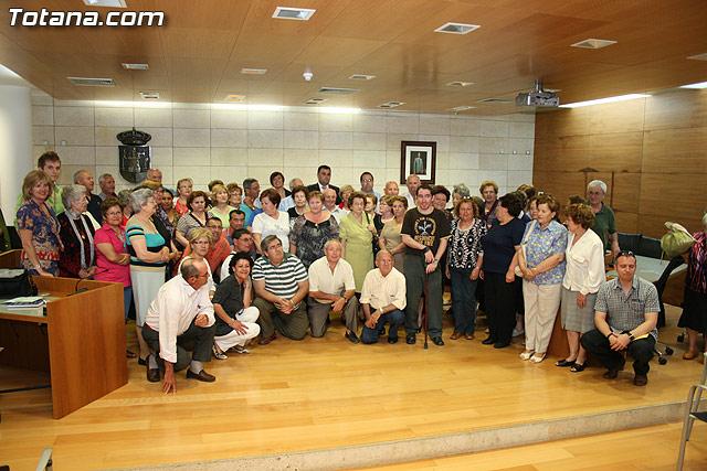 Más de 200 usuarios del Centro Municipal de Personas Mayores de la localidad reciben los diplomas - 35