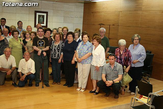 Más de 200 usuarios del Centro Municipal de Personas Mayores de la localidad reciben los diplomas - 37