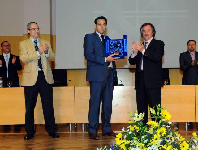 Empresas de TIC entregaron sus premios durante la imposición de becas de la Facultad de Informática - 2, Foto 2