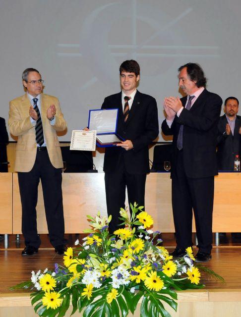 Empresas de TIC entregaron sus premios durante la imposición de becas de la Facultad de Informática - 3, Foto 3