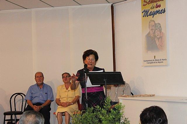 Varios mayores recitan sus poesías presentadas a concurso, Foto 3