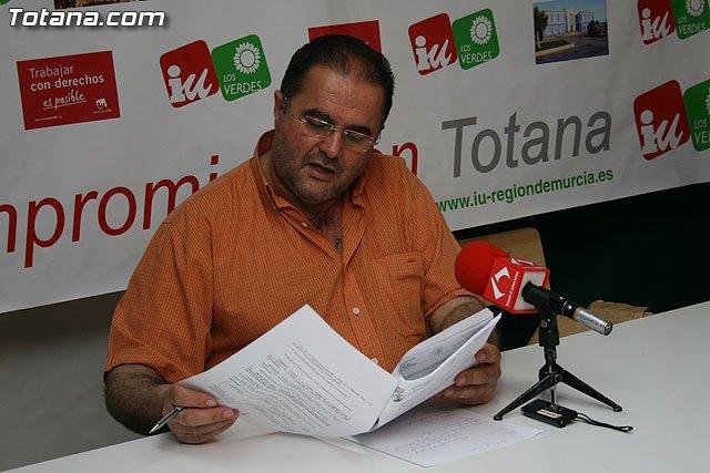 IU: El Ayuntamiento de Totana, con una deuda superior a los 100 millones de euros, ampl�a la plantilla, Foto 1