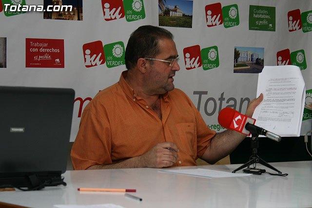 IU: El Ayuntamiento de Totana, con una deuda superior a los 100 millones de euros, ampl�a la plantilla, Foto 2
