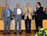 Empresas de TIC entregaron sus premios durante la imposición de becas de la Facultad de Informática