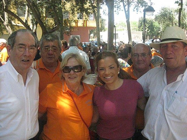 Decenas de personas disfrutan de las fiestas del barrio de Vistalegre - 1, Foto 1