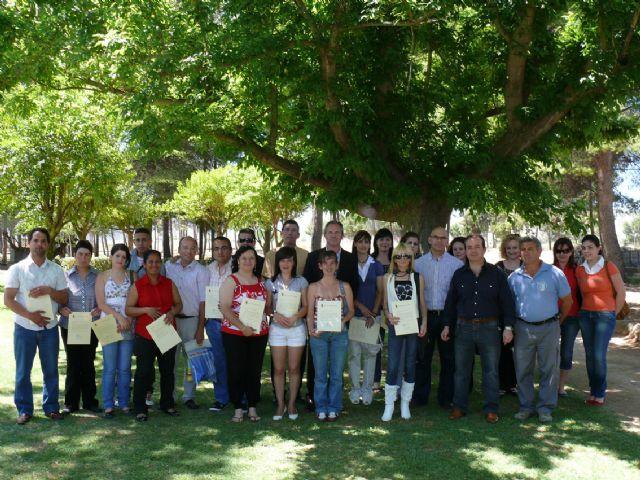 Quince desempleados asisten a un curso de formación en jardinería y mantenimiento de espacios públicos urbanos - 1, Foto 1