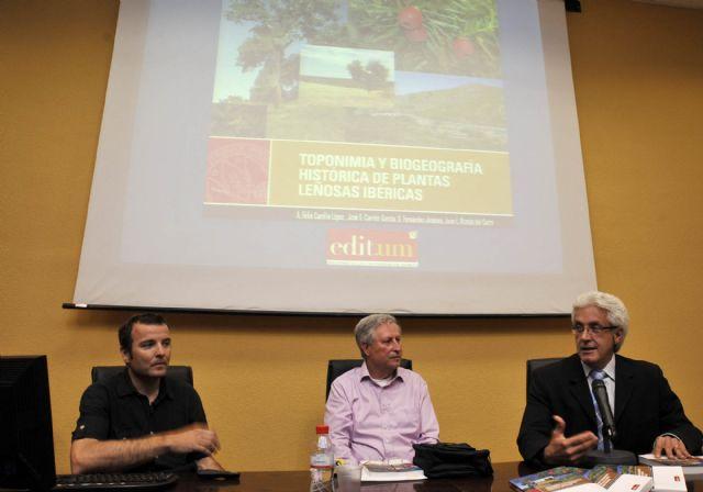 EDITUM presentó la obra Toponimia y biogeografía histórica de plantas leñosas ibéricas - 3, Foto 3