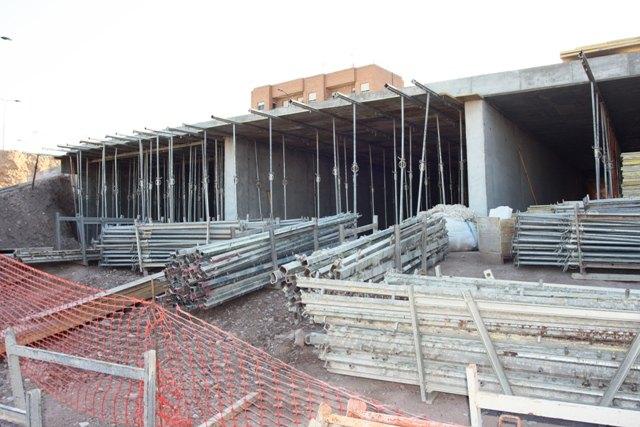 IU denuncia el abandono, desde hace semanas, de las obras de construcci�n de la Rotonda sobre la Rambla de la Santa, Foto 1