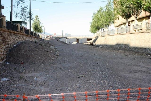 IU denuncia el abandono, desde hace semanas, de las obras de construcci�n de la Rotonda sobre la Rambla de la Santa, Foto 2