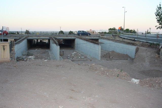 IU denuncia el abandono, desde hace semanas, de las obras de construcci�n de la Rotonda sobre la Rambla de la Santa, Foto 3
