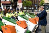 Doce mujeres se apuntan a la limpieza de nuestras calles