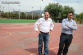 """Autoridades municipales visitan las obras de cubrición de la pista del Polideportivo Municipal """"6 de Diciembre"""""""