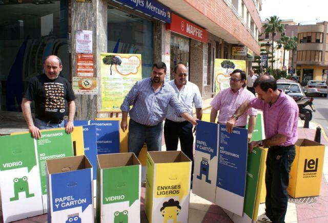 El Ayuntamiento reparte 2.000 papeleras de reciclaje a empresas y comercios locales - 1, Foto 1