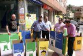 El Ayuntamiento reparte 2.000 papeleras de reciclaje a empresas y comercios locales
