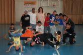 Los alumnos de las escuelas de Break Dance y Kárate saltan a la pista