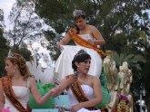 Más niños que nunca en el desfile de carrozas y comparsas de las Fiestas Patronales