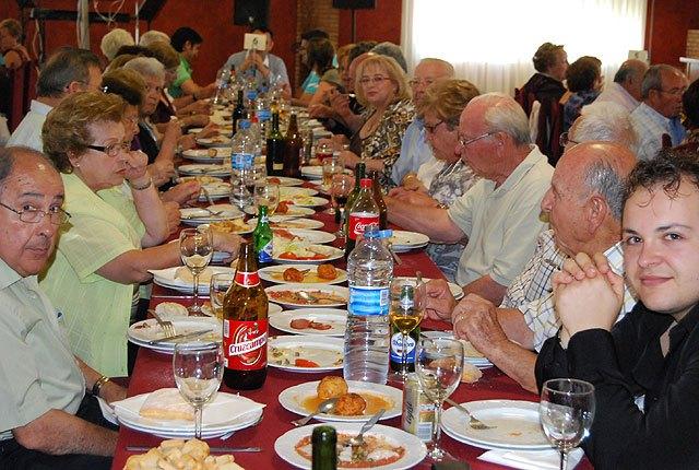Cerca de 400 socios y usuarios de los Centros de Personas Mayores celebran una comida de convivencia, Foto 3