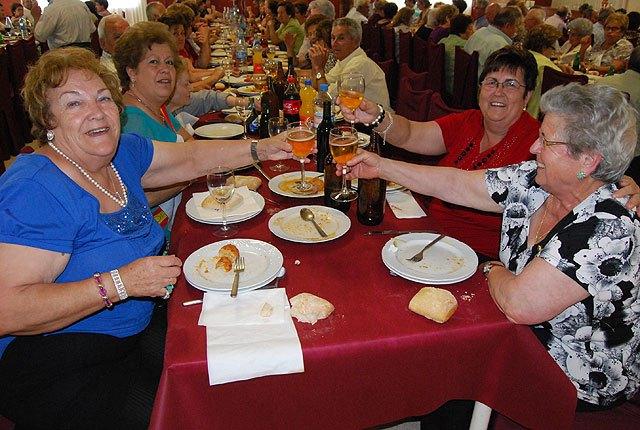 Cerca de 400 socios y usuarios de los Centros de Personas Mayores celebran una comida de convivencia, Foto 4