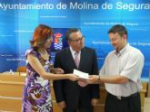 La Coral Polifónica Municipal Hims Mola de Molina de Segura entrega a Cruz Roja un cheque por importe de 2.240 euros