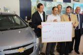 Las ocho plazas de abastos municipales regalan un coche a uno de sus clientes