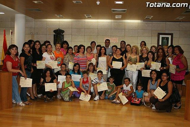 Más de 70 mujeres reciben sus diplomas por particpar en los cursos y talleres formativos - 1, Foto 1