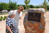 El ayuntamiento dedica un parque a la 'Comadrona Benita Tomás' que junto a la Alcaldesa descubrió la placa con su nombre