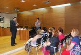 El alcalde y los ediles de Mujer y Servicios se re�nen con las asociaciones de amas de casa
