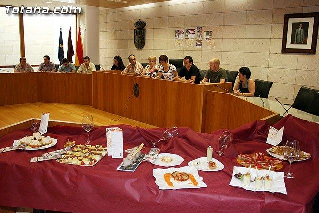 De tapas por Totana se vuelve a presentar como el aperitivo gastronómico de las Fiestas de Santiago 2010, Foto 1