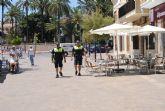 Las patrullas de policía de playa estrenan uniforme de verano
