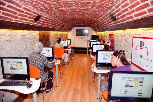 Cuarenta mujeres inician su formación en nuevas tecnologías, Foto 1