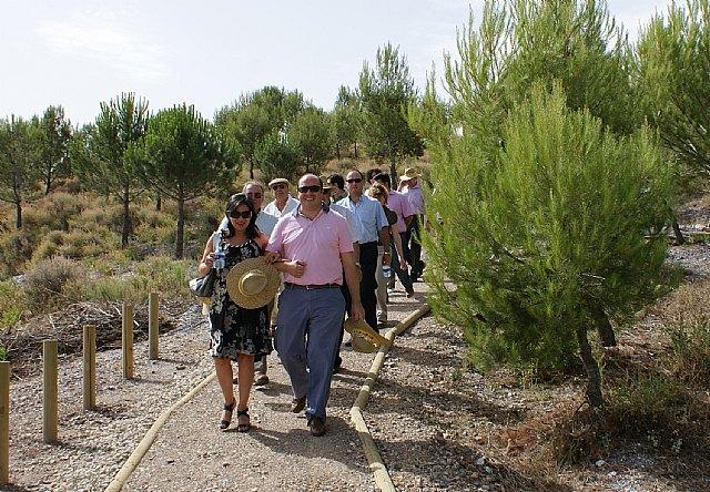 El Alcalde y la Presidenta de Grupo Tragsa inauguran el nuevo sendero ecoturístico sobre astronomía en Puerto Lumbreras - 2, Foto 2