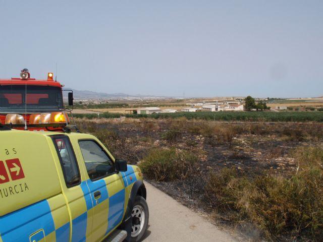 Protección Civil, Bomberos y Policía Local de Totana participaron en las labores de extinción de un incendio, Foto 1