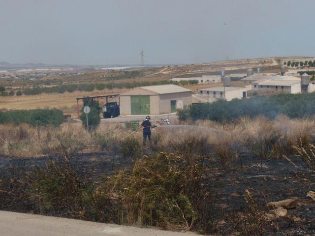 Protección Civil, Bomberos y Policía Local de Totana participaron en las labores de extinción de un incendio, Foto 3