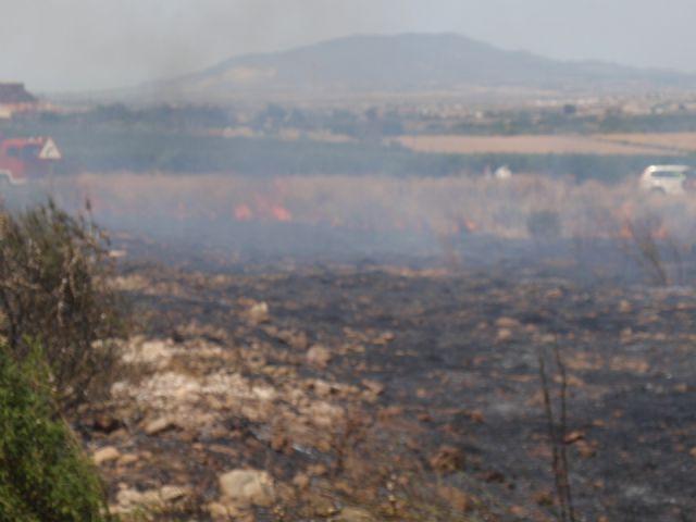 Protección Civil, Bomberos y Policía Local de Totana participaron en las labores de extinción de un incendio, Foto 4