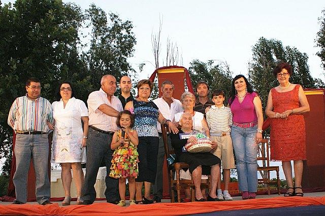 En esta edición 2010, las conmemoraciones especiales han sido Isabel Pérez de 96 años, José Navarro de 99 años e Isabel Pérez de 100 años, todos ellos recibieron una placa especial en la que se les reconoce como los lumbrerenses más mayores en 2010, Foto 1