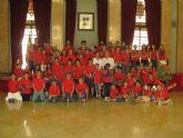 Francisco Porto recibe a los niños participantes en la jornada de formación en hemofilia