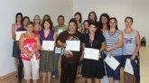 Entrega de diplomas a los alumnos que han participado en los cursos de formación