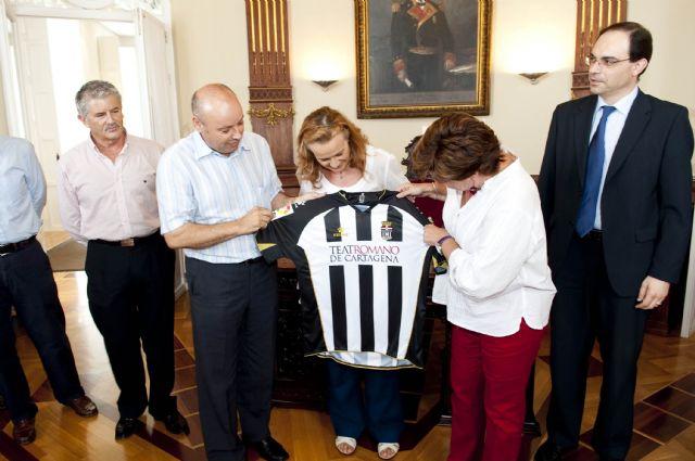 La alcaldesa reitera la colaboración del Ayuntamiento con el FC Cartagena a pesar de la crisis - 2, Foto 2