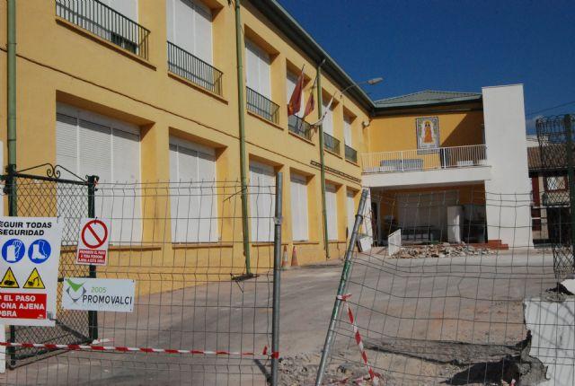 Comienzan las obras de construcción de la Escuela municipal de Padres y la cubrición de la pista polideportiva del C.P. Santa Eulalia, Foto 1