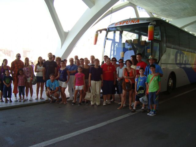 Medio centenar de personas asiste al viaje a la Ciudad de las Artes y las Ciencias de Valencia, enmarcado en el programa Verano Joven 2010, Foto 1