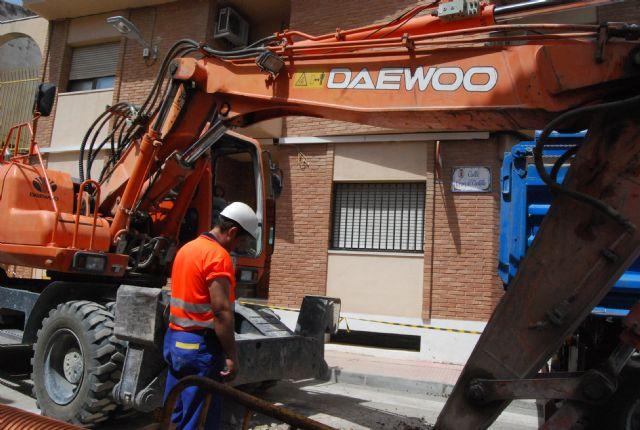 Comienzan las obras de regeneración de servicios, alcantarillado y agua potable de la calle Virgen del Castillo, Foto 1