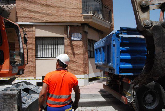 Comienzan las obras de regeneración de servicios, alcantarillado y agua potable de la calle Virgen del Castillo, Foto 3