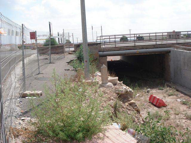 IU denuncia el abandono de las obras de ampliación del puente en la Avd. Juan Carlos I, que deberían haber terminado en abril - 2, Foto 2