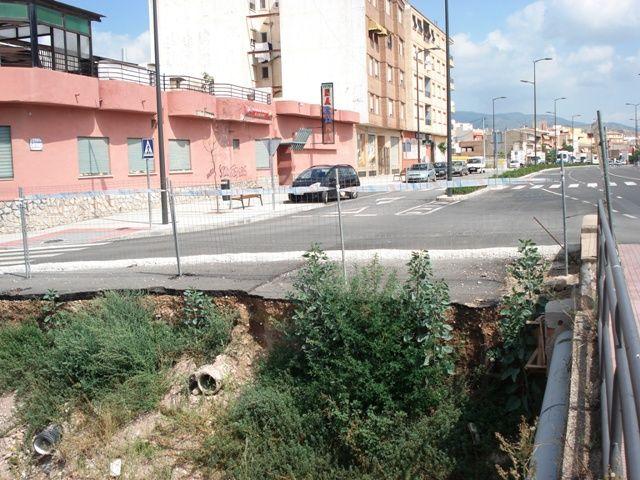 IU denuncia el abandono de las obras de ampliación del puente en la Avd. Juan Carlos I, que deberían haber terminado en abril - 3, Foto 3