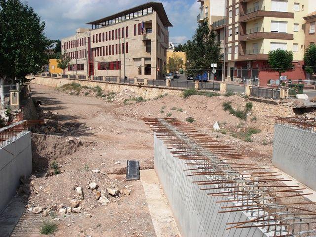 IU denuncia el abandono de las obras de ampliación del puente en la Avd. Juan Carlos I, que deberían haber terminado en abril - 4, Foto 4