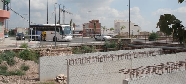 IU denuncia el abandono de las obras de ampliación del puente en la Avd. Juan Carlos I, que deberían haber terminado en abril - 5, Foto 5